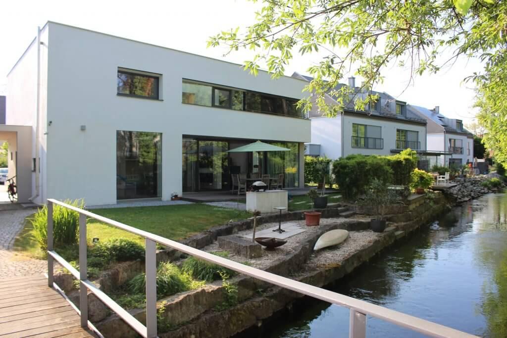 Und wenn es nicht diese phantastische Bauhaus-Villa ist, dann unterstützen wir Sie gern bei der Wohnungssuche in München und Dachau ANDERS CONSULTING Relocation Service
