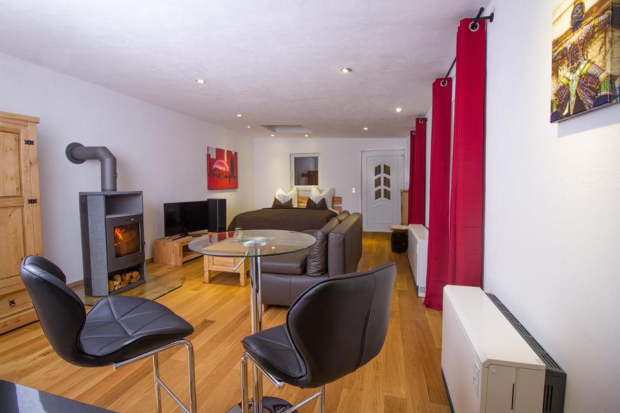 1 zimmer whg auf zeit f r expats zu mieten in 04687. Black Bedroom Furniture Sets. Home Design Ideas