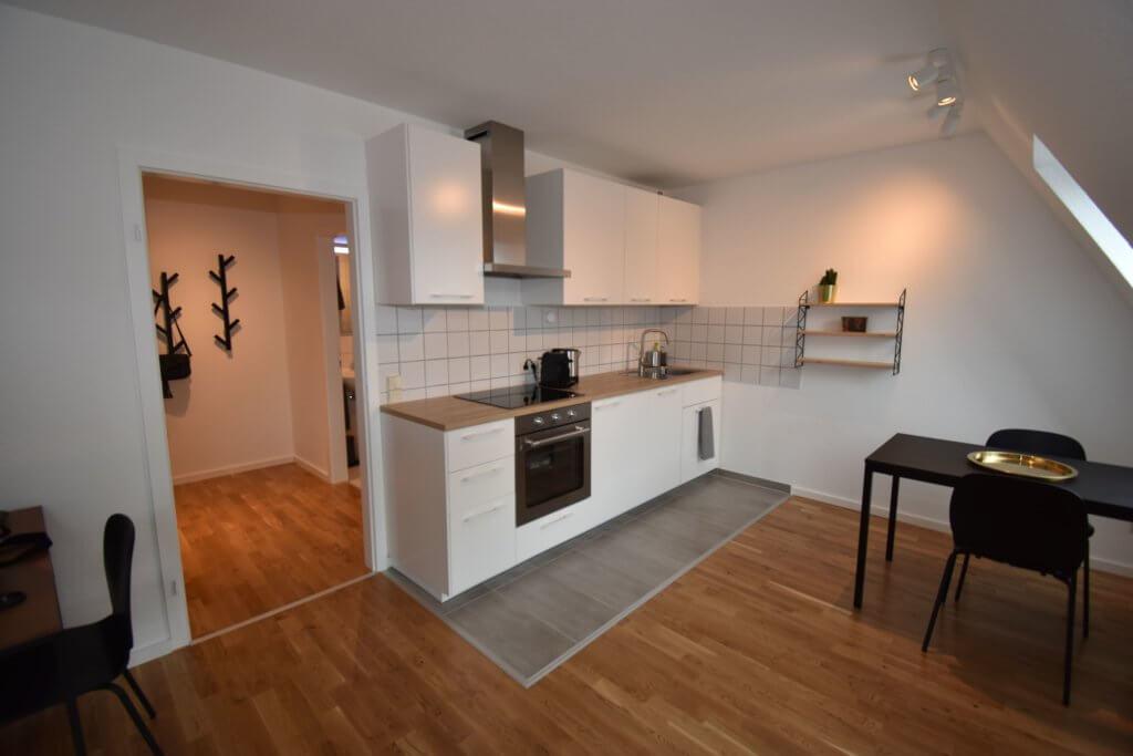 Möblierte 2-Zimmer-Mietwohnung mit 45 m² für 1100 Euro monatlich kalt. Frei ab 1.12.2019. ANDERS CONSULTING Relocation Service Stuttgart