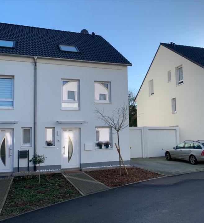 Egal ob Wohnungssuche, Arbeitserlaubnis, Aufenthaltstitel oder Unterstützung beim Einleben vor Ort - ANDERS CONSULTING Relocation Service ist der Name für Relocation-Support auf Profiniveau in Köln