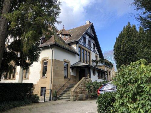 Eine bezaubernde provisionsfreie Maisonette-Wohnung im Großraum Frankfurt bietet Ihnen ANDERS CONSULTING Relocation Service