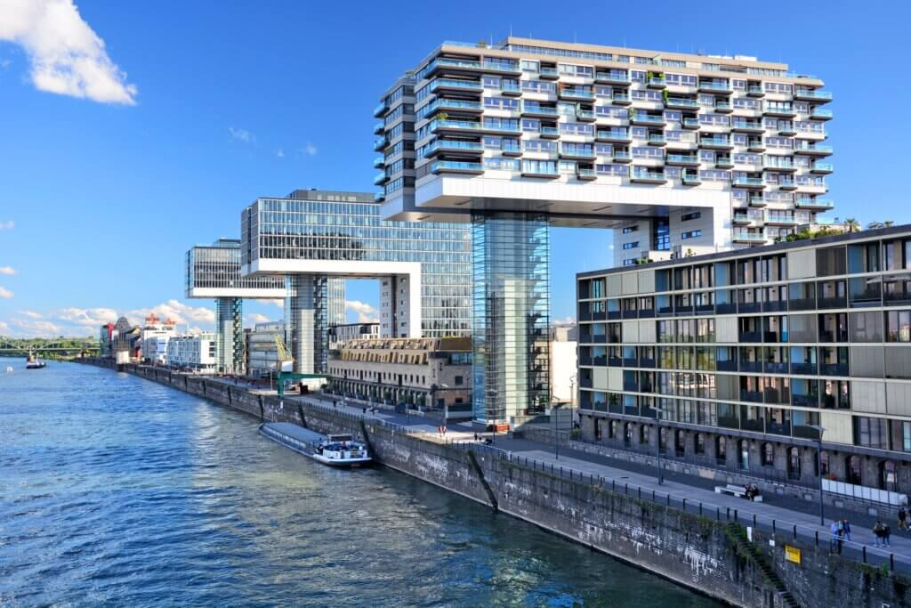 Die Chance einer prestigeträchtigen Wohnung im Kranhaus-Nord zu bewohnen bietet Ihnen ANDERS RELOCATION SERVICE KÖLN