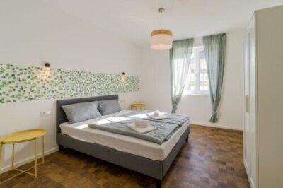 Eine komplett renovierte und modern Wohnung im Zentrum von Neukölln bereitgestellt durch ANDERS CONSULTING Relocation Service Berlin
