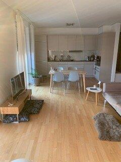 Eine Wohnung in Frankfurt zu finden, kann Glückssache sein oder unter Umständen sehr mühsam und zeitraubend sein. Wer aus beruflichen Gründen als Fachkraft nach Frankfurt zieht, kann mit uns die