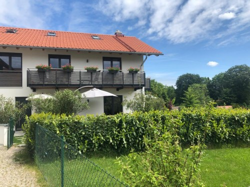 Die Landeshauptstadt Bayerns empfängt beruflich Zuziehende mit einem katastrophalen Immobilienmarkt für Mietobjekte. Besser Sie schalten gleich einen Experten ein, z.B. uns. In den letzten 20 Jahren haben wir noch jeden untergebracht. ANDERS CONSULTING Relocation Service München